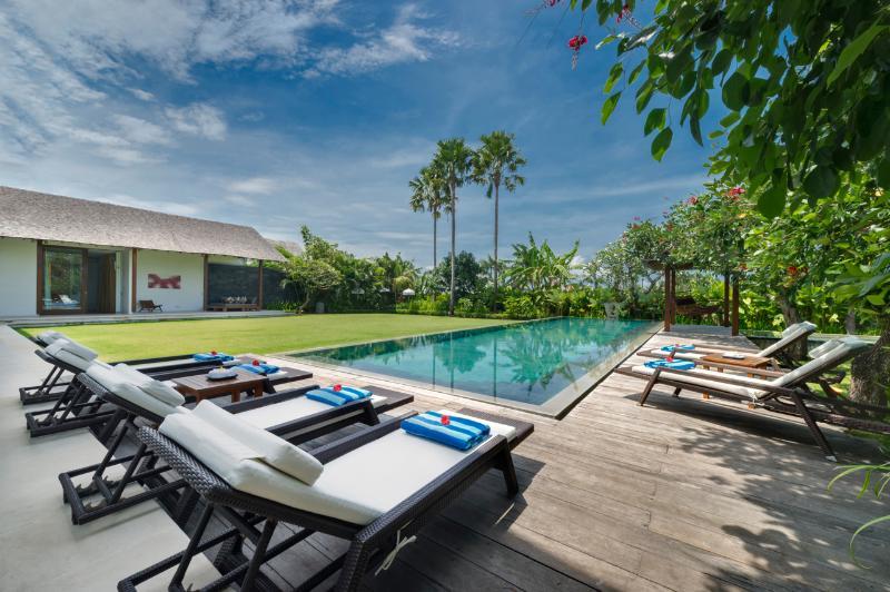 Kavya Main Pool - Berawa Beach Canggu Bali Luxury Modern Villa Kavya - Canggu - rentals