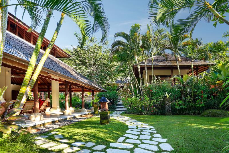 Garden views looking towards living/dining room and second bedroom pavilion - Villa Bunga Wangi in Canggu, Bali near Seminyak - Canggu - rentals