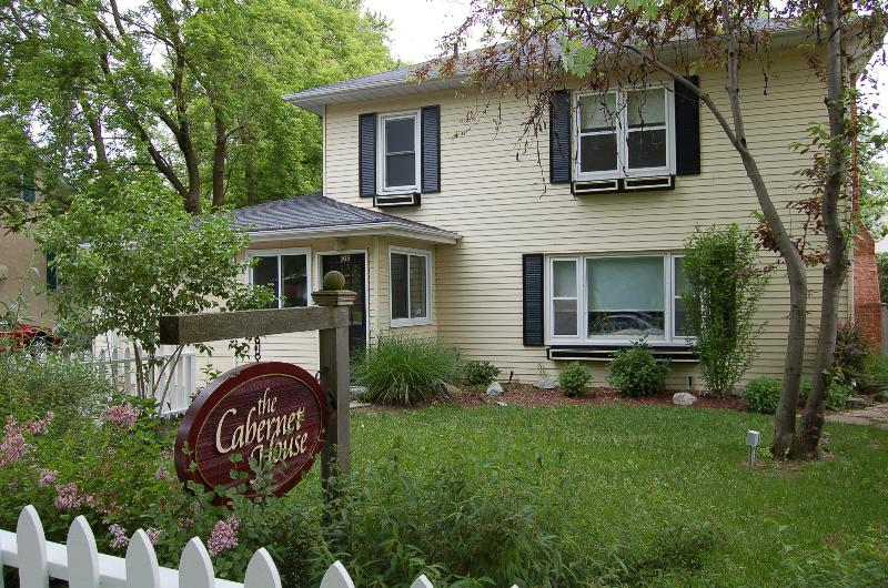 Front of House - Cabernet House, a perfect 4 bdrm vacation rental in old towne - Niagara-on-the-Lake - rentals