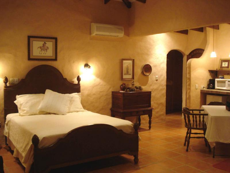 Casita Mandarina - Guest Suite with romantic out door shower - Painted Pony Guest Ranch - Costa Rica - Tamarindo - rentals