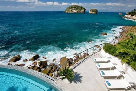 Casa Marilu III- ocean views, 3 min walk to beach, infinity pool & full staff - Image 1 - Mismaloya - rentals