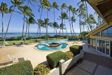 On a palm tree-lined beachfront, Kahala Mini Resort boasts 2 pools & lush gardens - Image 1 - Honolulu - rentals