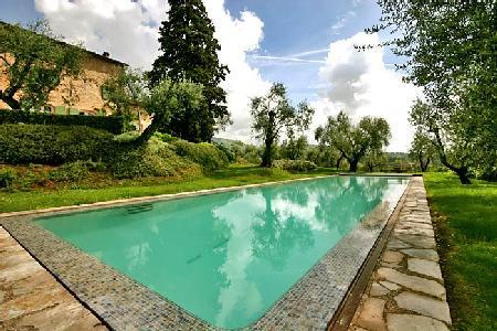 Villa San Martino offers breathtaking views, four fireplaces and saltwater pool - Image 1 - Lucca - rentals