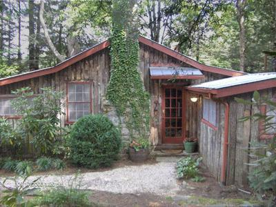 Entrance to Stone's Throw with Push-Button Lock. No Metal Keys Needed! - Stone's Throw Cabin - Close to Town & Mirror Lake - Highlands - rentals