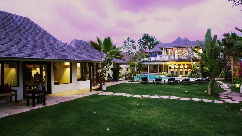 Villa Phinisi sunset shot - Villa Phinisi, ideal  location, relaxed luxury! - Seminyak - rentals