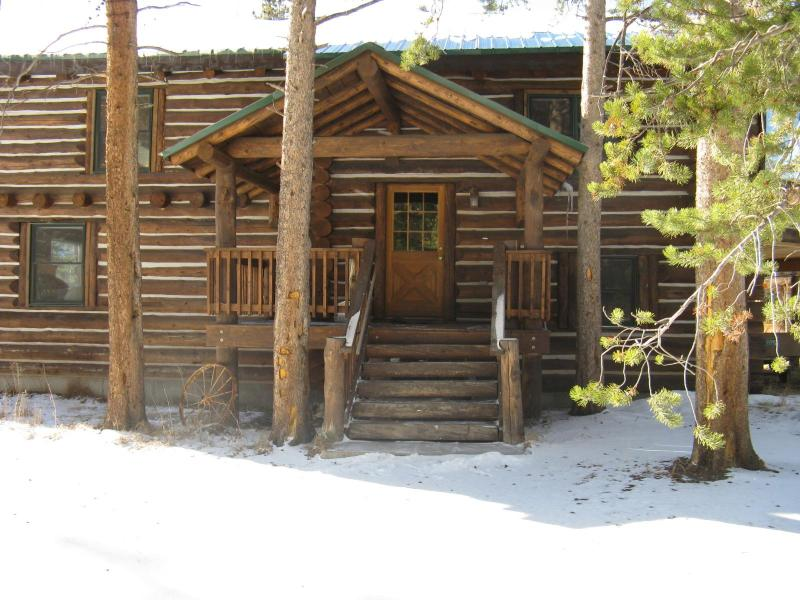 The Lodge At Sun Valley Ranch/4 bdrm.Rate for 8 is $340/Night.More people, add $10.00/night - Sun Valley Lake Log Cabin*Row Boat, Canoe, Fishing - Grand Lake - rentals