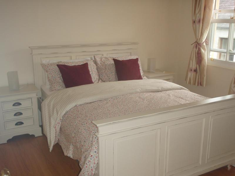 Bedroom 1 - Luxury Holiday Home in the heart of Carlingford - Carlingford - rentals