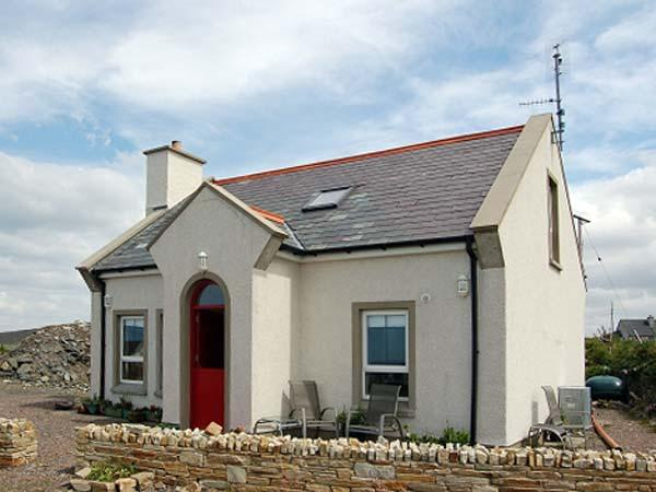 SEASIDE COTTAGE, pet friendly, with a garden in Narin, County Donegal, Ref 4553 - Image 1 - Narin - rentals