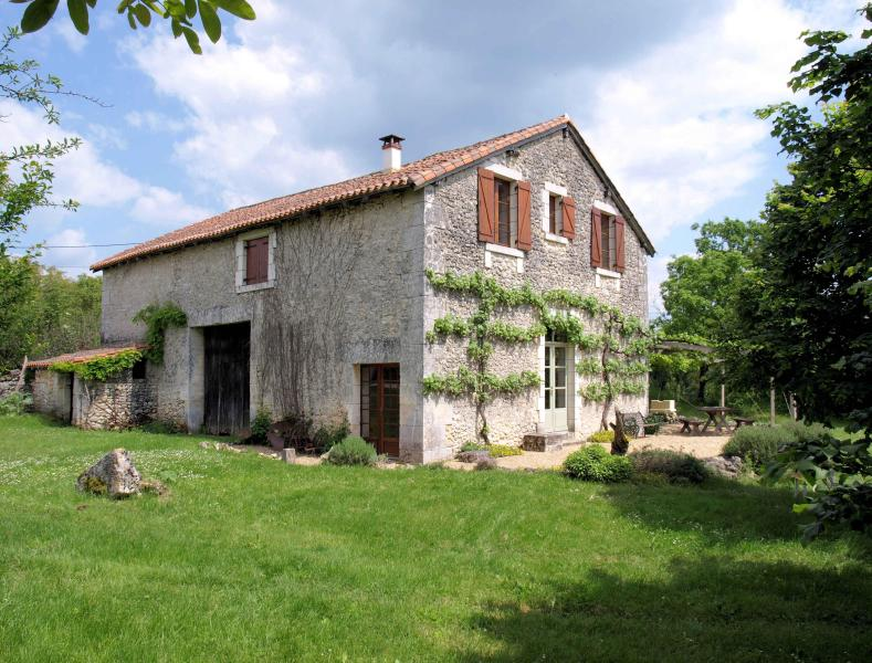 Converted stone barn close to Brantôme - Image 1 - Brantome - rentals
