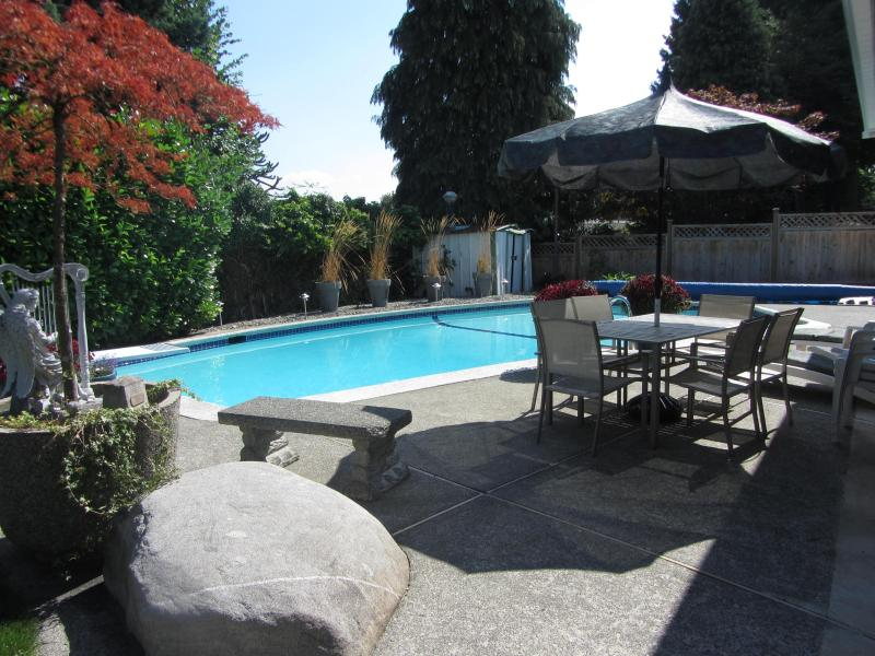 Enjoy mornings, family barbaques, reading a book poolside, or enjoying an evening glass of wine! - The Starlight Suite! - Coquitlam - rentals