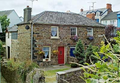Pet Friendly Holiday Cottage - Kathryns Cottage, Fishguard - Image 1 - Fishguard - rentals