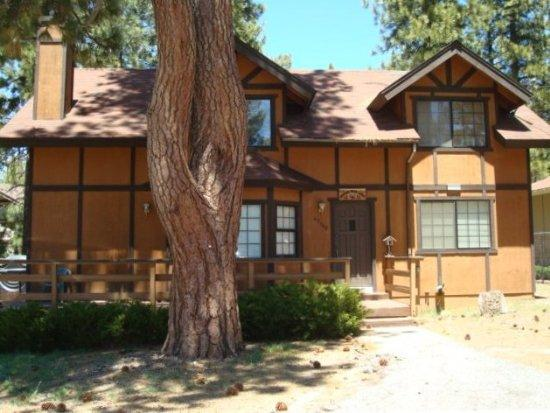 Front View - Dancing Bear Lodge - Big Bear Lake - rentals