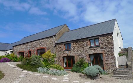 Pet Friendly Holiday Cottage - Coachmans Cottage, Nr St Brides - Image 1 - Pembrokeshire - rentals