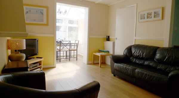 Pet Friendly Holiday Cottage - The Corn Store, Ivy Tower Village, St Florence - Image 1 - Saint Florence - rentals