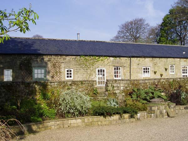 CUCKOO STONE COTTAGE, pet friendly, character holiday cottage, with a garden in Matlock, Ref 5413 - Image 1 - Matlock - rentals