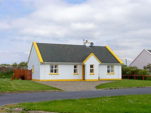 SUNSHINE COTTAGE, pet friendly, with a garden in Liscannor, County Clare, Ref 4582 - Image 1 - Liscannor - rentals