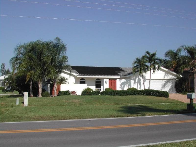 Front of house - Marco Island Vaction Home near Tigertail Beach - Marco Island - rentals