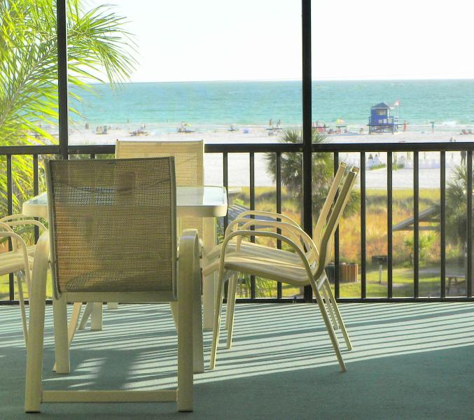 The lanai becomes everyone's favorite place - Beachfront Condo Siesta Key: Fall Specials!! - Siesta Key - rentals
