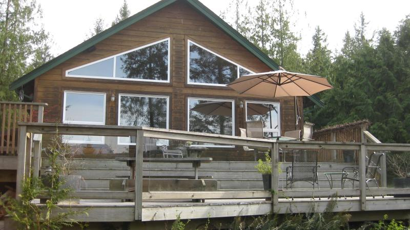 sunny  two tired deck with mountian view - Charming Mount Daniel View , Pender Harbour BC - Madeira Park - rentals