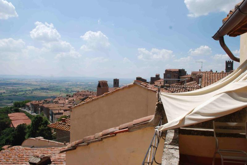 Large Apartment Rental in the Center of Cortona.  - Casa Erma 2 - Image 1 - Cortona - rentals