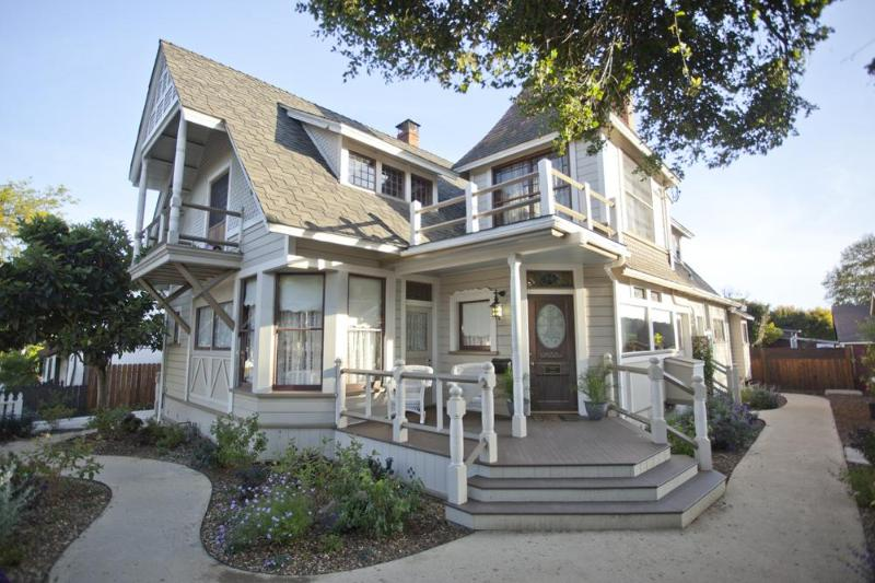 Property Entry - Historic Downtown Victorian, a True One of a Kind! - Santa Barbara - rentals