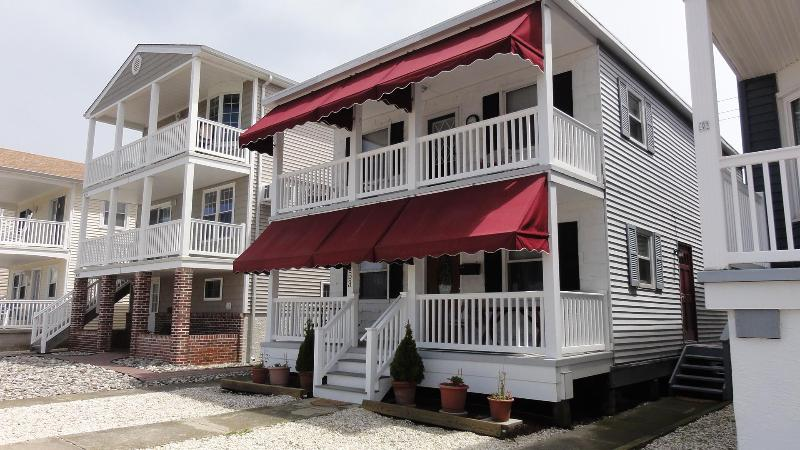 OC Beach House (May, 2013) - Great Prices, Great Views, Sheets, Towels, Tags! - Ocean City - rentals