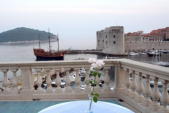 View to a galleon approaching the old harbour - Villa Adriatica - Dubrovnik - rentals