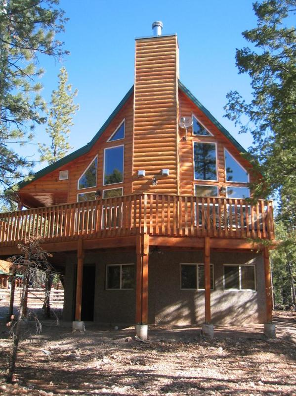 Front of Cabin - Located between Zion National park and Bryce Canyon National Park - Beautiful Cabin - Between Zion & Bryce Nat'l Park - Zion National Park - rentals