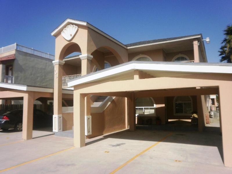 La Perla condominiums - La Perla Luxurious Mid Island- 2 minute walk beach - South Padre Island - rentals