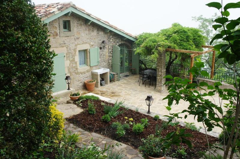View of house from terraced garden - La Maison des Oiseaux Cordes sur Ciel France - Cordes-sur-Ciel - rentals