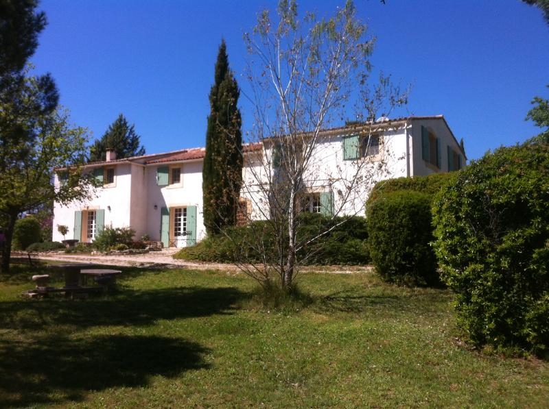 Mas de la Boissiere Spring 2014 - Provence - 6 bed/6 bath property with heated pool - Cucuron - rentals
