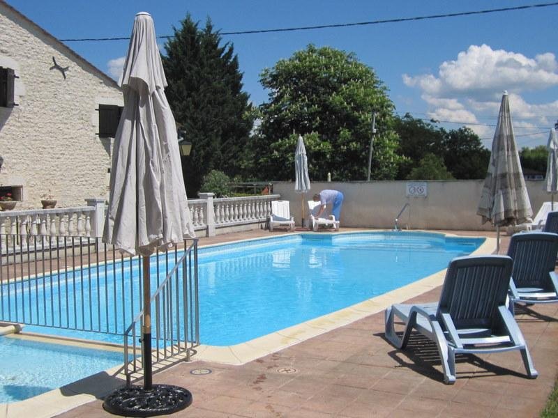 shared pool and paddling pool - Les Granges - 5 beautiful 17thC stone cottages - Les Leves-et-Thoumeyragues - rentals