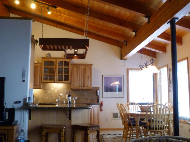Vaulted kitchen and dining - Groomed Ski in/out above Canyon Lodge/ Mammoth, Sp - Mammoth Lakes - rentals