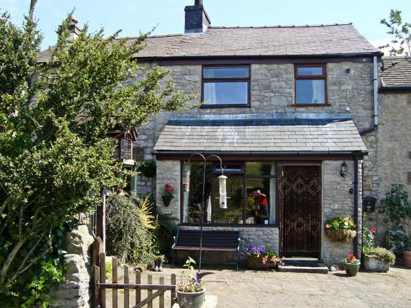 IVY COTTAGE, country holiday cottage, with a garden in Tideswell, Ref 4547 - Image 1 - Tideswell - rentals