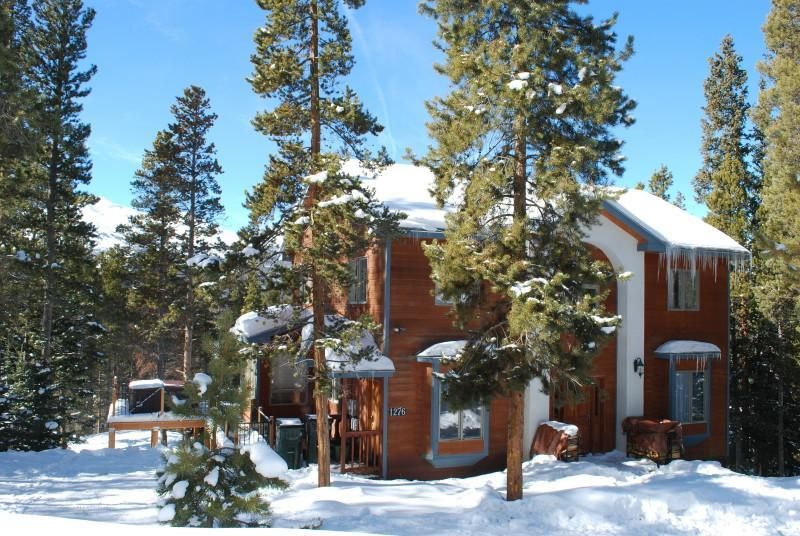 Front of house winter. - Beautiful Home. Great View & Hot Tub. Min to Lift! - Breckenridge - rentals