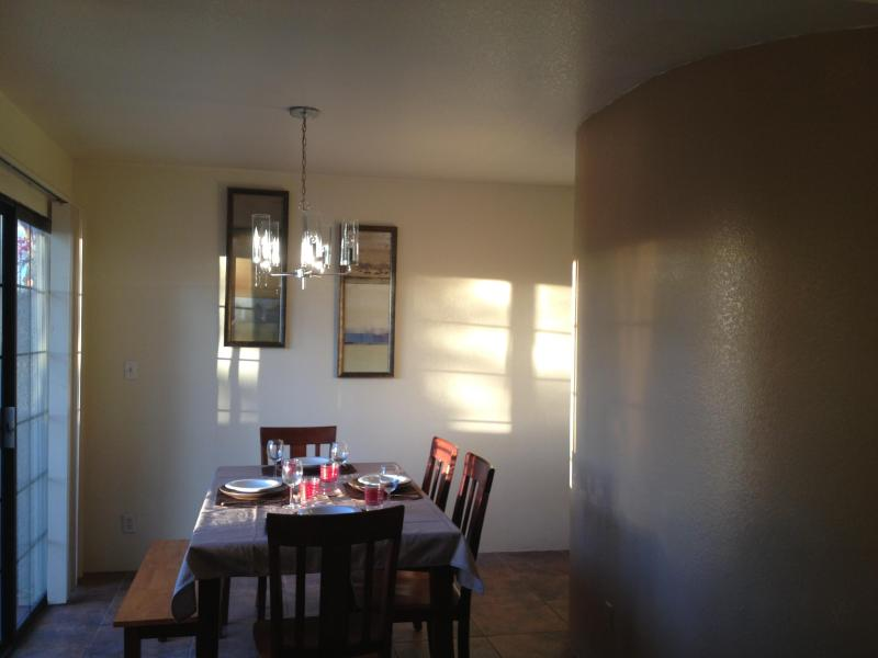 dining room - CHARMING TOWNHOUSE , CENTRAL , NEAR  UMC HOSPITAL - Tucson - rentals