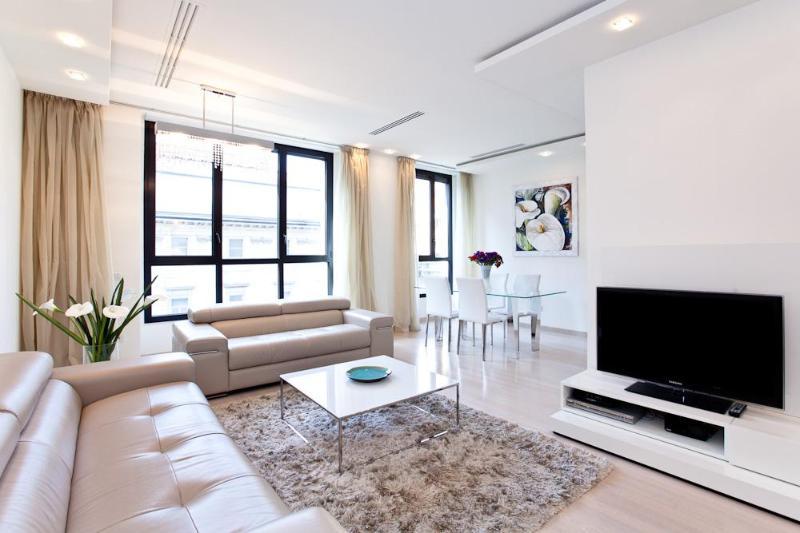 Home in Milano - Luxury apartment in Duomo, Center - Image 1 - Milan - rentals