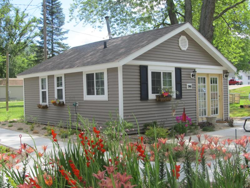 Cabin # 1  One Bedroom - Luxury Camping Resort - Hastings - rentals