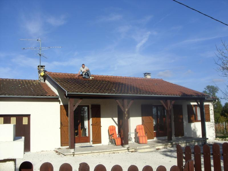 House Overlooking Small Vinyard - Image 1 - Riberac - rentals