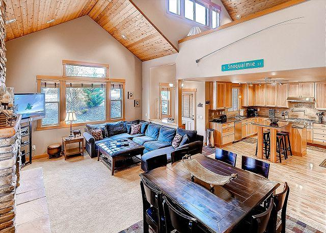 High End Roslyn Ridge Cabin |WiFi, Hot Tub, Slps10| Weekday Free Nights - Image 1 - Cle Elum - rentals