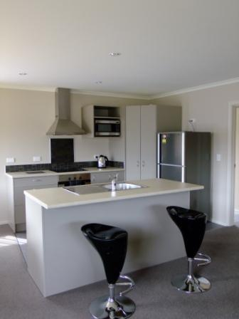 Kitchen Island Bench - No 18 Motu-Au Close Cottage, Fiordland - Manapouri - rentals