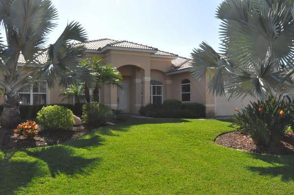front of the Cape Coral property - Cape Coral 5 bedroom house+ southern exposure pool - Cape Coral - rentals