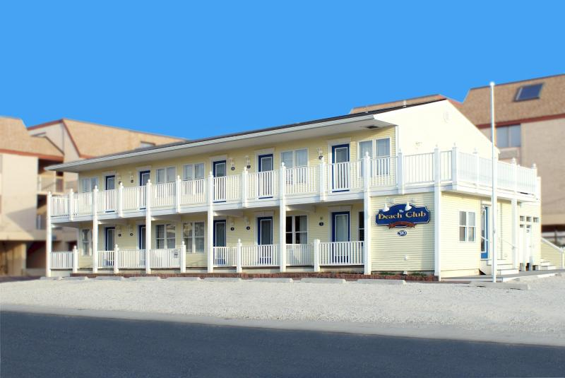 exterior front view of complex - Oceanblock 1 bedroom condo only 140' to the beach - Beach Haven - rentals
