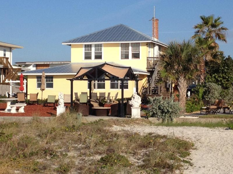Cottage is on the same beachfront property - A real Beach House (suite sleeps 8) No more condos - Indian Shores - rentals