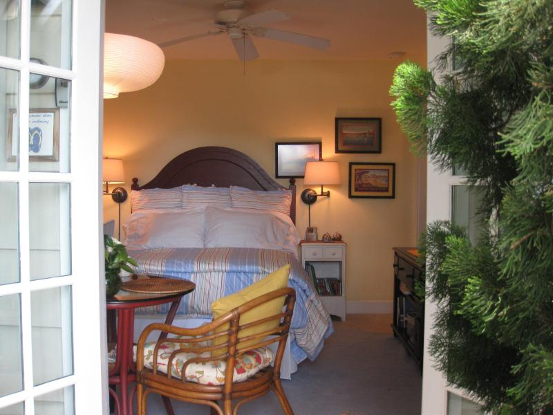 Your Studio offers comfortable Cottage Style craftsman design just a 1/2 block stroll to the beach. - Studio Beach Cottage for two at the Ocean - Pacific Beach - rentals