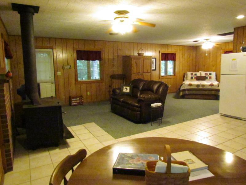 Chippewa Cabin - Kishauwau Cabins near Starved Rock Utica IL Whrlpl - Utica - rentals