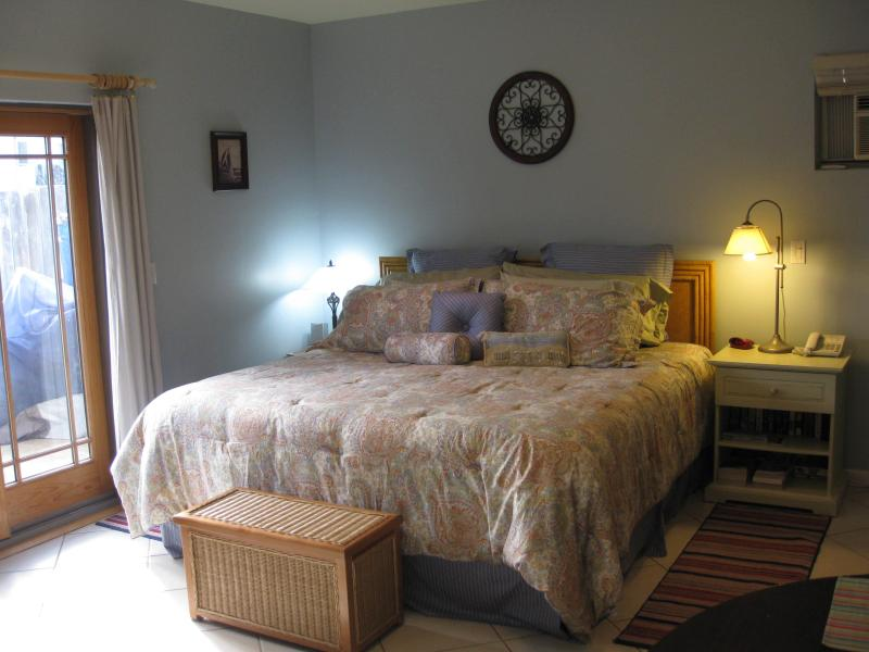 Comfortable King Bed - The Bay Getaway - a Spacious Studio at Mission Bay - Pacific Beach - rentals