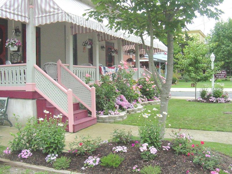 Harvard Apartments - Apt #4 -2 bedrm 2 bath/ sleeps 5 - 2 blks to beach - Cape May - rentals