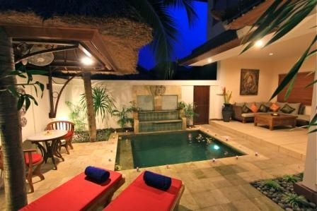 As you enter into the villa in the evening - Villa D'Va 1a, Luxury , Location, Pool Fence - Seminyak - rentals