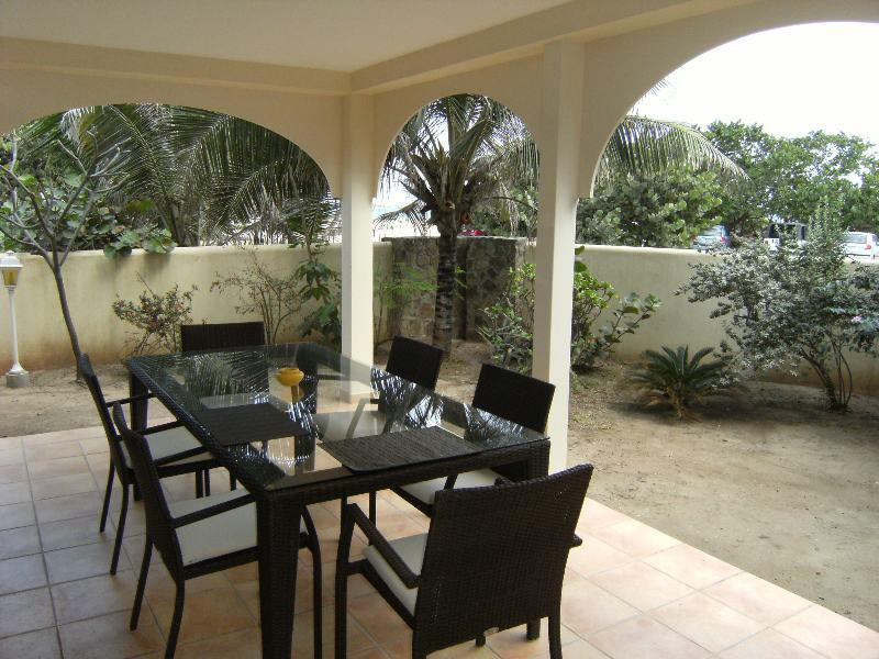 Caribbean Riviera 1... Orient Beach, St Martin 800 480 8555 - CARIBBEAN RIVIERA #1... beachfront townhome on Orient Beach, contemporary decor, ocean views, great price! - Orient Bay - rentals